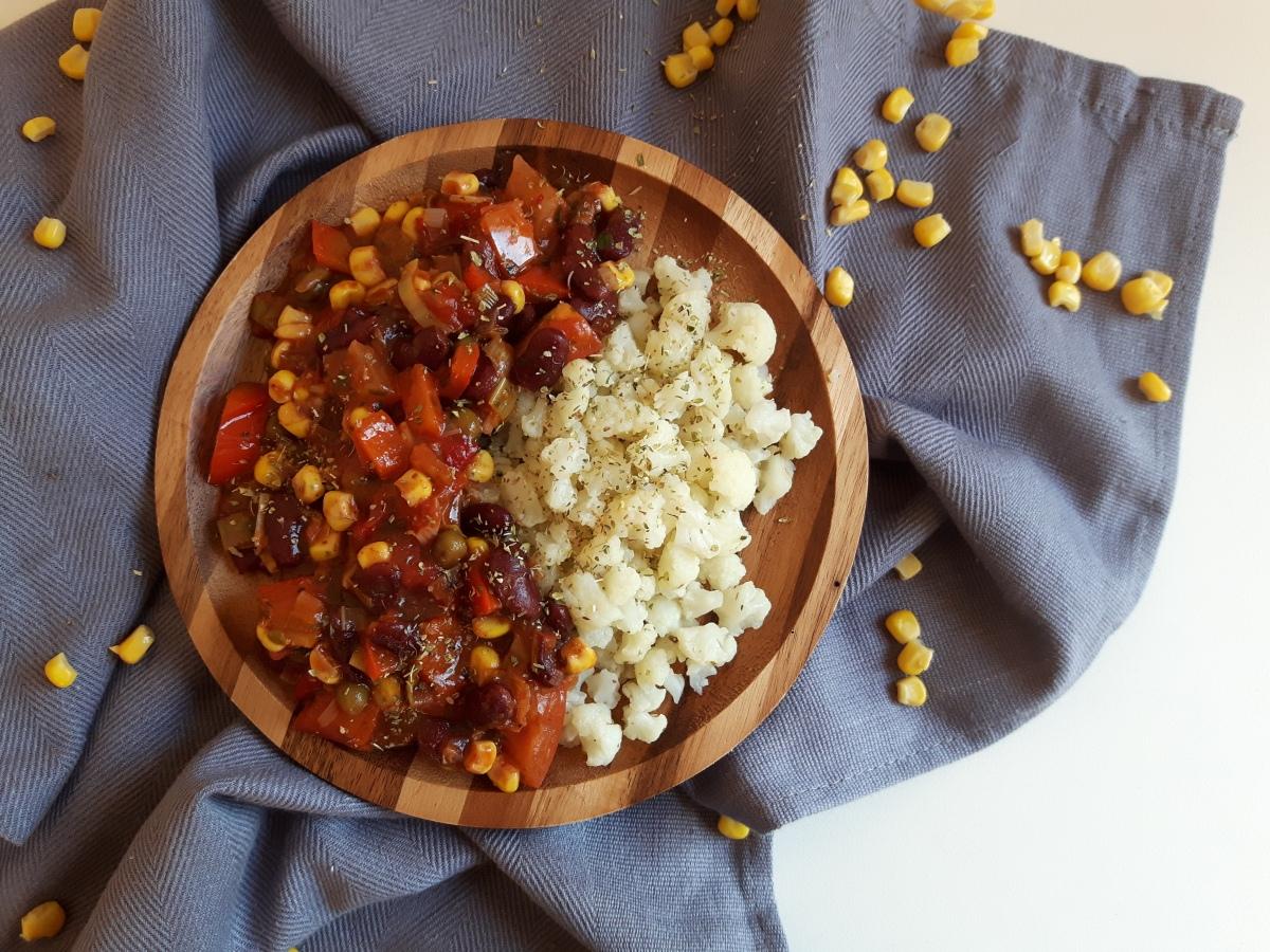 Recept | Chili sin Carne met bloemkoolrijst